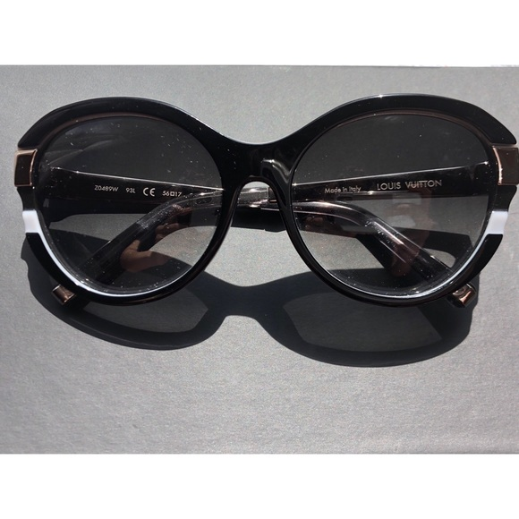 be39b40b3819c Louis Vuitton Accessories - Louis Vuitton Petit Soupçon Cat eye Sunglass